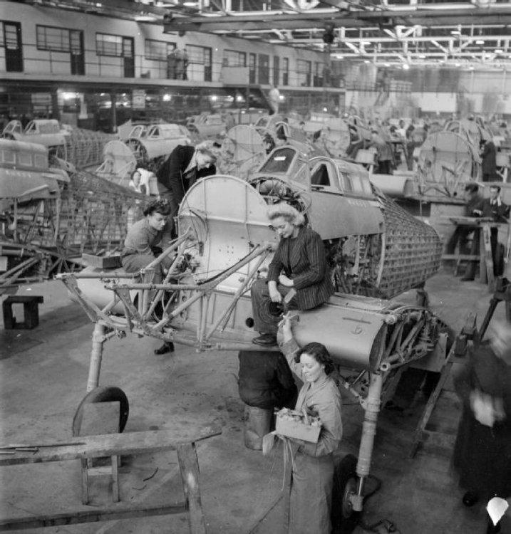 Women_assembling_Hawker_Hurricanes_1942.jpg