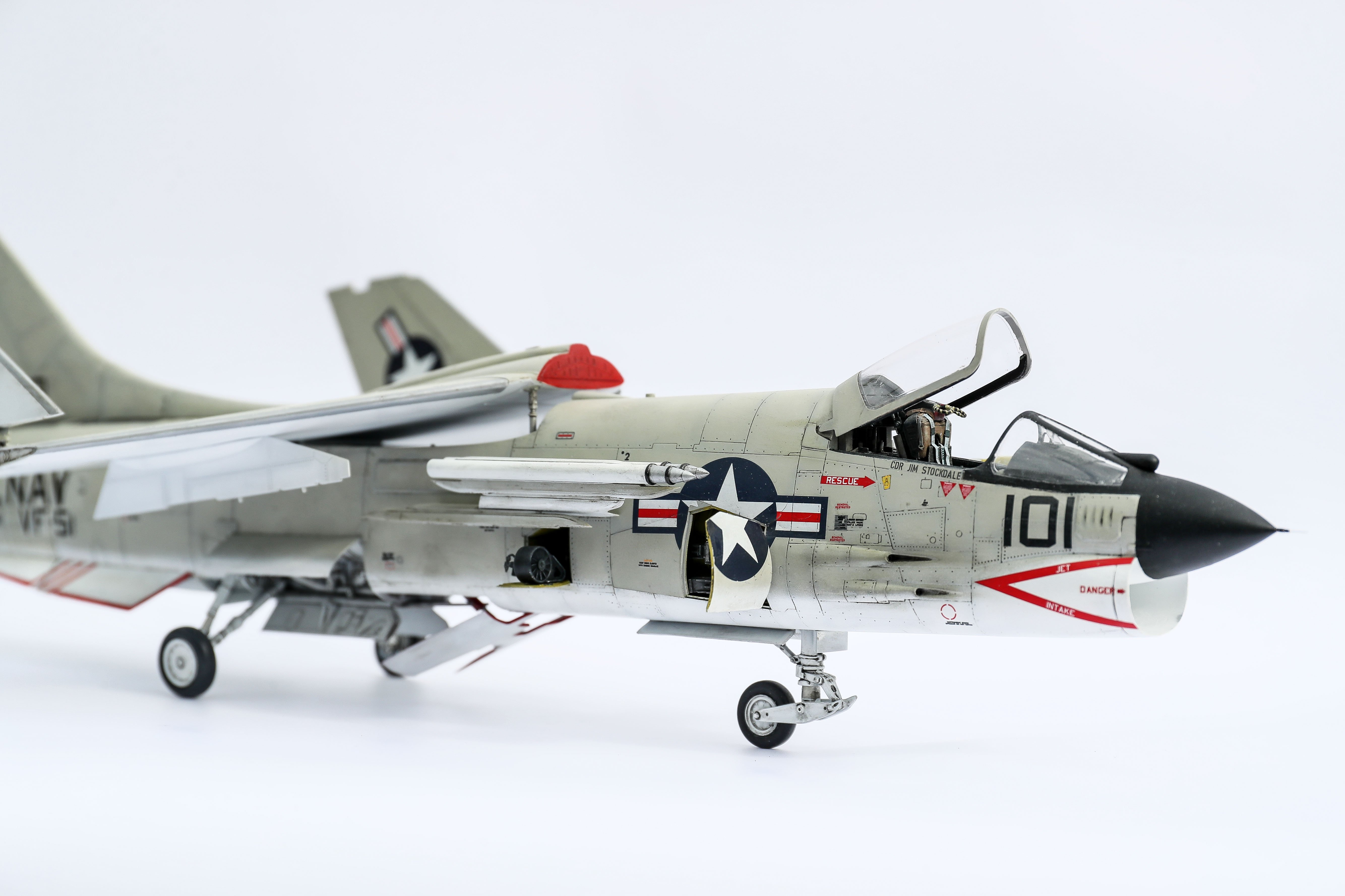 Trumpeter 1/32 F8e Crusader - LSM Aircraft Finished Work