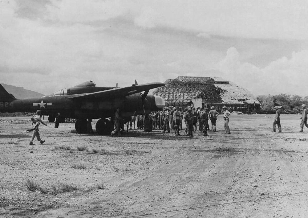 P-61A_42-5524_6th_Night_Fighter_Squadron_Saipan.jpg