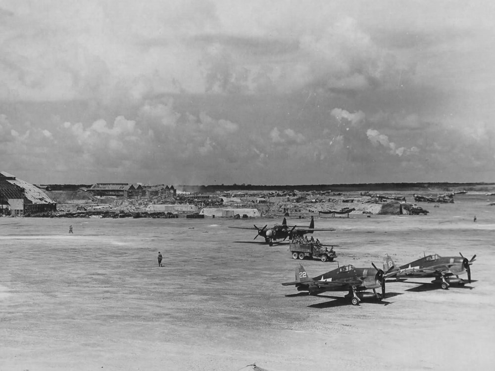 P-61A_42-5524_Midnight_Mickey_of_the_6th_Night_Fighter_Squadron_and_F6F_Hellcats_on_Saipan.jpg
