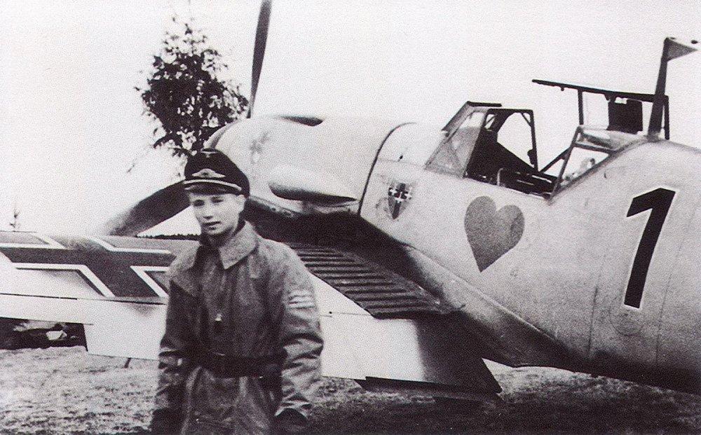 Messerschmitt-Bf-109F4-8.JG54-(B1+~)-Max-Hellmuth-Ostermann-WNr-13114-Russia-May-1942-03.jpg