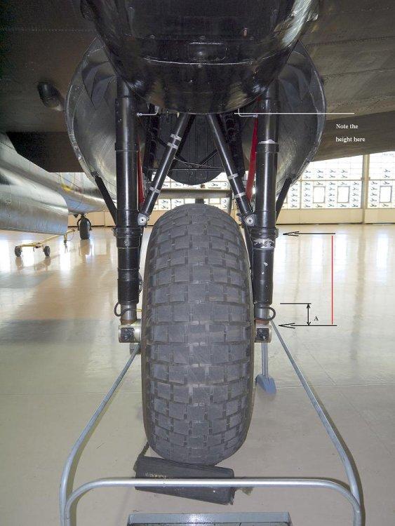 Avro_Lancaster_FM213_undercarriage_CWHM_p14.jpg