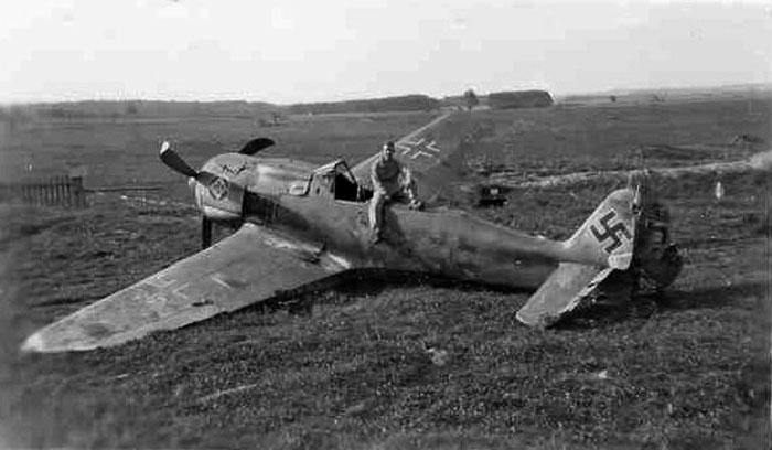 Focke-Wulf-Fw-190A8-Stab-JG1-Green-5-WNr-171193-Herzogenaurach-May-1945-01.jpg.94b08eef4400c373bbd53c425e034d4f.jpg