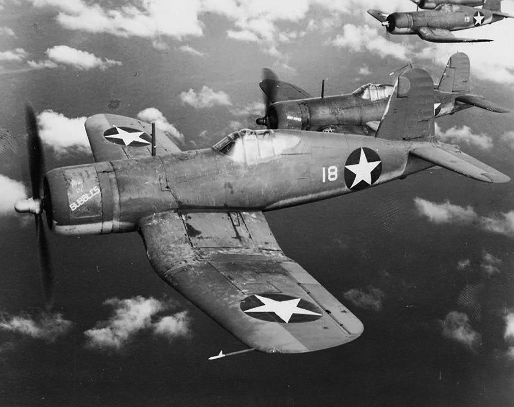 Vought-F4U-1-Corsair-VMF-213-White-18-named-Bubbles-over-Guadalcanal-1943-01.thumb.jpg.746908cfe889e2bdcd965e3a2bbe1fa0.jpg