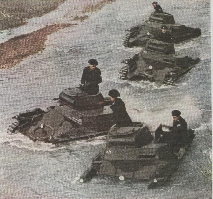 387063716_Panzer1crossingFrenchriver.jpg.b7b6886020737f0ee06c15cc36e86f5d.jpg