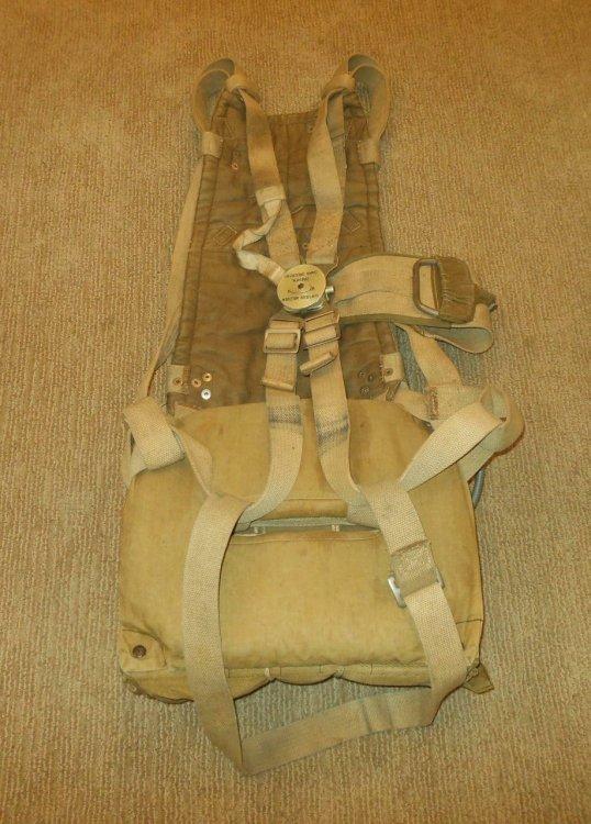 WW-II-German-Aviation-Sitzfallschirm-MODEL-30-SEAT-PARACHUTE-Me109-Ju87-RARE-233910078963.thumb.jpg.b916e97150b9f3f563f1b04ee08e8b60.jpg
