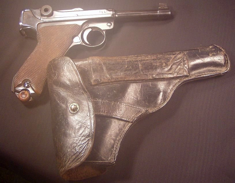 Luger and holster 002.jpg